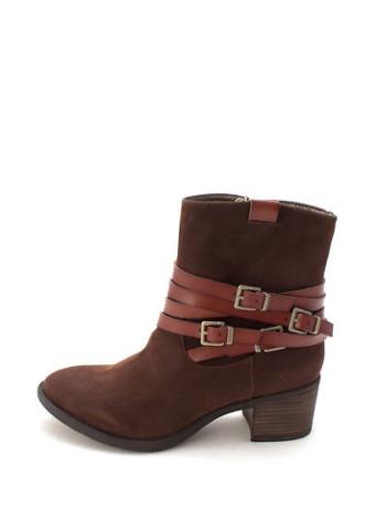 Closed Toe Mid-Calf Cowboy Boots