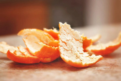 Dried orange peels helps to whiten your skin.
